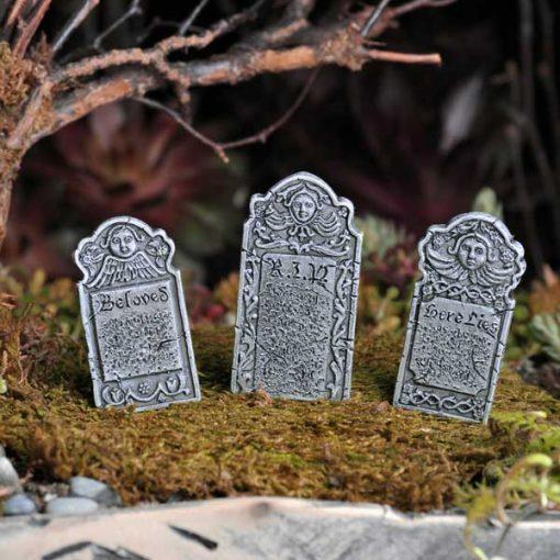 Miniatűr sírkövek