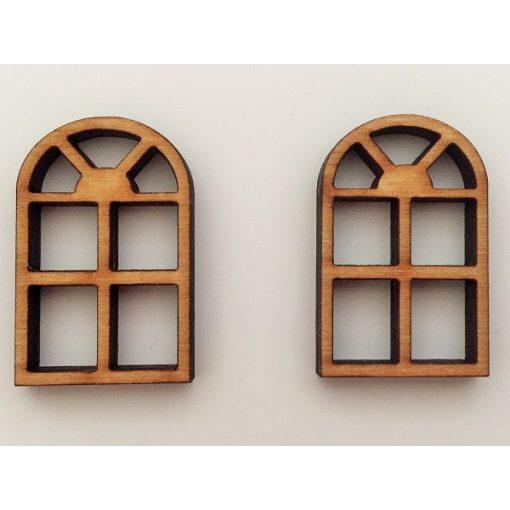 Boltíves, rácsos ablak (2 db)