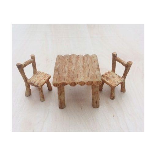 Mini asztal székekkel