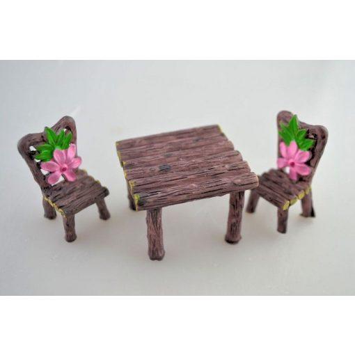 Mini asztal székekkel virágos
