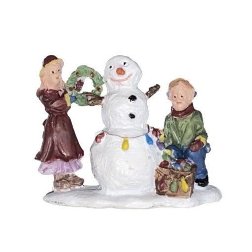 Hóemberépítő gyerekek