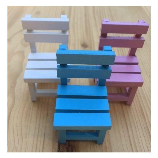 Fa szék több színben