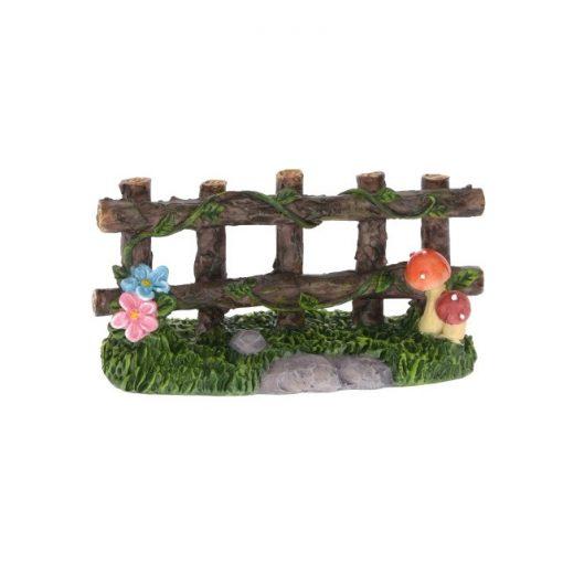 Kerítés virágdíszítéssel